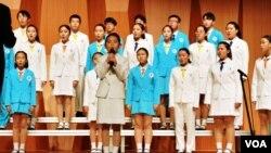 탈북 청소년들과 한국의 청소년들이 함께 하는 '코리아 청소년합창단'이 공연하고 있다.