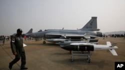 珠海国际航空展展示的中国枭龙战斗机(2010年11月16日)