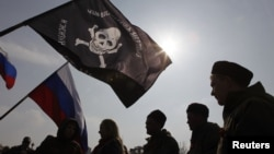 People hold a rally in the Russian southern city of Stavropol, in support of the people of Crimea, Ukraine, March 7, 2014.