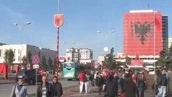 Tirana pergatitet per feste