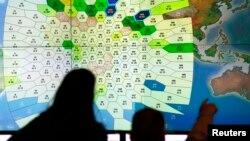 کارکنان شرکت ارتباطات ماهواره ای اینمارست در لندن که اطلاعات مربوط به گمشدن هواپیمای مالزی را تحلیل کرده است. ۵ فروردین ۱۳۹۳