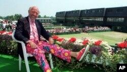 ARSIP – Komentator tenis Bud Collins, meninggal dunia dalam usia 86 tahun, Jumat, 4 Mar 2016.