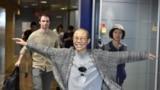 中国诺贝尔和平奖得主、政治异议人士刘晓波的遗孀刘霞于2018年7月10日抵达芬兰赫尔辛基国际机场。刘霞从芬兰前往德国。德国政府一直公开表示愿意接受刘霞。德国总理默克尔也一直在为刘霞前往德国或者欧洲第三国斡旋。