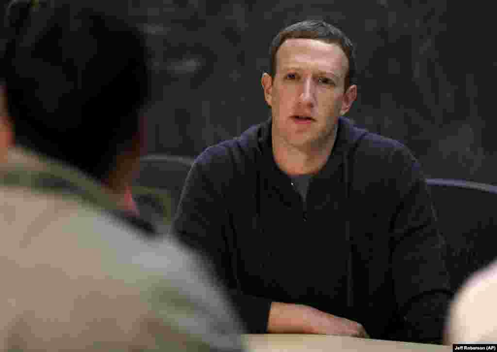 مارک زاکربرگ، رئیس فیس بوک زیر انتقاد شدید است. یک شرکت بریتانیایی می گوید با نفوذ در اطلاعات کاربری اعضای فیسبوک، دهها هزار نفر را به شرکت در انتخابات ۲۰۱۶ به نفع یک نامزد ترغیب کرده است.