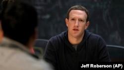 Mark Zuckerberg, Fondatè, Prezidan Direktè Jeneral Facebook. (Foto: AP/Jeff Roberson, Dosye).