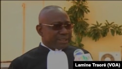 Me Mathieu Somé, avocat général Gilbert Diendéré, à Ouagadougou, au Burkina, le 27 novembre 2018. (VOA/Lamine Traoré)