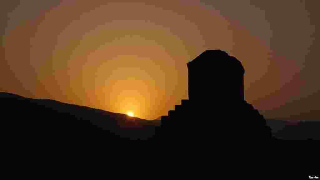 عکسی هنری از مقبره کوروش کبیر در پاسارگاد. عکس: حسین خسروی، تسنیم