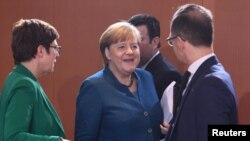 Bộ trưởng Quốc phòng Annegret Kramp-Karrenbauer, Thủ tướng Angela Merkel và Ngoại trưởng Heiko Maas, ngày 22/01/2020.