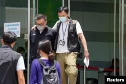 香港警方以涉嫌違反國安法拘捕蘋果動態新聞平台總監張志偉。