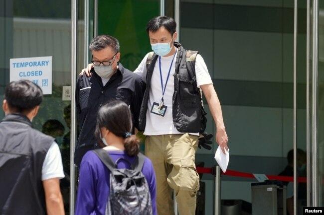 香港警方以涉嫌违反国安法拘捕苹果动态新闻平台总监张志伟。