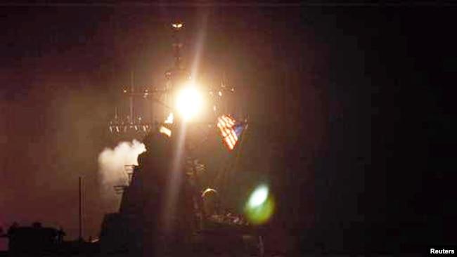 Tên lửa Tomahawk bắn vào Iraq từ tàu chiến USS Donald Cook hôm 20/3/2003.