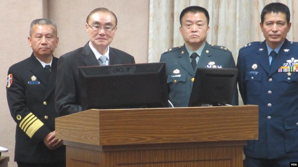 Bộ trưởng Quốc phòng Đài Loan Feng Shih-kuan tường trình tại Quốc hội ở Đài Bắc.