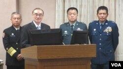 台湾国防部长冯世宽(左二)3月16日在立法院接受质询(美国之音张永泰拍摄)