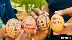 缅甸抗议民众利用复活节彩蛋传递抗议信息。