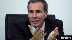 Alberto Nisman, que investigaba un ataque terrorista de 1994 a un centro comunitario judío, apareció muerto la noche del domingo en Buenos Aires.