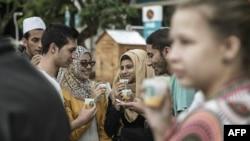 남아프리카공화국 수도 요하네스버그에서 21일 스타벅스 1호점이 개점한 가운데, 무료시식 행사가 진행되고 있다.