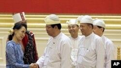 آنگ سان سوچی در مراسم روز چهارشنبه