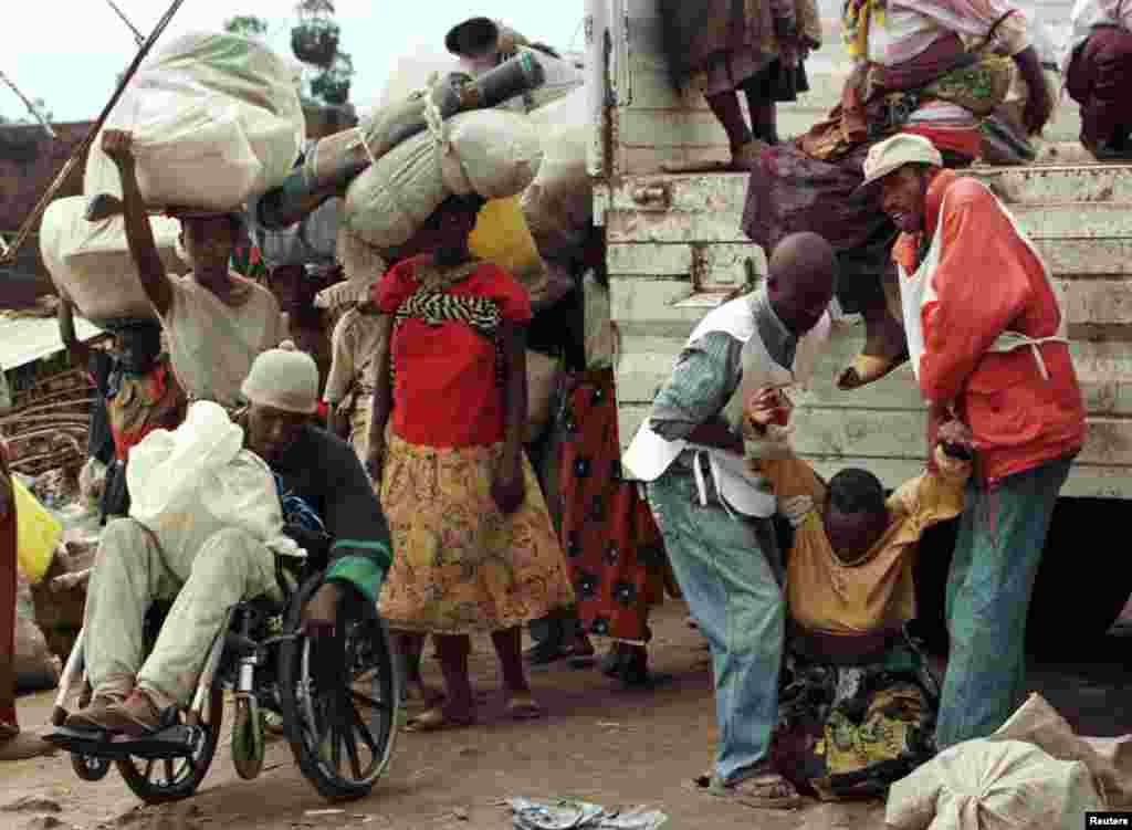 نسل کشی رووندا صدها هزار نفر را مهاجر کرد، نومبر ۱۹۹۴