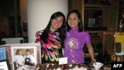 Hai chị em Susan và Wendy quảng cáo sản phẩm tại liên hoan phim châu Á tại Mỹ