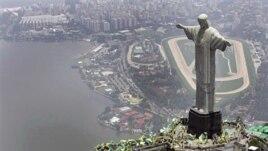 Dëmtohet nga rrufeja statuja e Krishtit në Brazil
