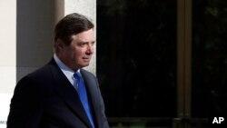 前川普競選團隊主席馬納福特今年10月在華盛頓離開聯邦法院