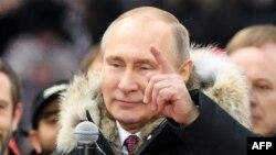 Le président Vladimir Poutine, au cours d'un rassemblement de campagne pour la prochaine présidentielle, au stade Luzhniki, Moscou, 3 mars 2018.