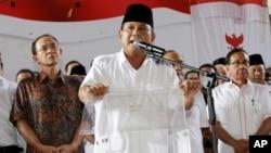 印尼总统候选人普拉博沃 (中)。