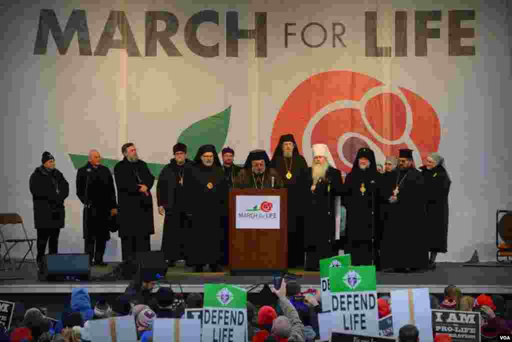 Выступают иерархи православных церквей Америки