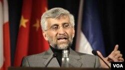 Juru runding nuklir Iran Saeed Jalili dalam konferensi pers di Jenewa (foto: dok). Iran dan Amerika dilaporkan menyepakati tatap muka pertama soal nuklir Iran.