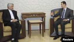 Presiden Suriah Bashar al-Assad saat menerima Ketua Dewan Keamanan Nasional Iran, Saeed Jalili di Damaskus (foto: dok). Iran berjanji memberikan dukungan penuh bagi rakyat Suriah.