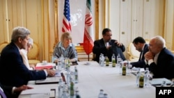 U.S. Secretary of State John Kerry, second from left, Iranian Foreign Minister Mohammad Javad Zarif, second from right, meets at a hotel in Vienna, June 27, 2015. (AFP PHOTO / POOL /Carlos Barria)