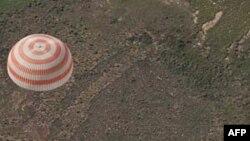 Cơ quan kiểm soát phi vụ của Nga cho biết 3 phi hành gia đã đáp xuống Kazakhstan sớm hôm nay