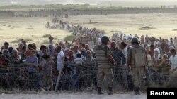 مهاجرین کرد سوری در مرز میان سوریه و ترکیه