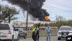 Kebakaran di pabrik petrokimia di Deer Park, sebelah timur Houston, Texas, 17 Maret 2019. (Foto: dok).