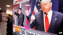 A TV screen shows pictures of U.S. President-elect Donald Trump, right, and North Korean leader Kim Jong Un, at the Seoul Railway Station in Seoul, South Korea, Nov. 10, 2016.
