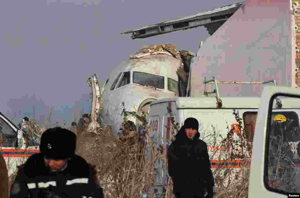 قازق سول ایوی ایشن کے مطابق بیک ایئر کا مسافر طیارہ جمعے کی صبح دارالحکومت نور سلطان جا رہا تھا جب حادثے کا شکار ہوا۔