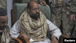 Saif al-Islam Kadhafi lors de sa capture en Libye le 19 novembre 2011.