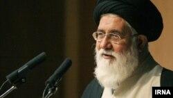 احمد علم الهدی اخیرا در خطبه های نماز جمعه مشهد نازنین زاغری را «جاسوس وطن فروش ناپاک» نامیده بود.