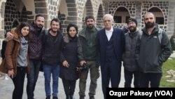 Ahmet Turk ligel nûçegîhana me xecîcan Farqîn û çend rojnamevanên din