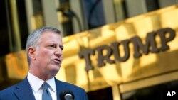 Bill de Blasio, maire de New York, est un véhément critique des mesures du président Trump contre les immigrés clandestins (photo prise le 16 nov 2016)