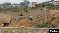 Binh sĩ biên phòng Ai Cập canh gác tại khu vực biên giới Ai Cập-dải Gaza.