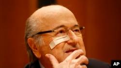 Presiden FIFA Sepp Blatter yang diskors menghadiri konferensi pers di Zurich, Swiss, 21 Desember 2015, setelah dilarang terlibat dalam kegiatan yang berkaitan dengan sepakbola selama 8 tahun.