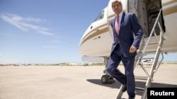 존 케리 미국 국무장관이 5일 소말리아 모가디슈 공항에 도착했다.