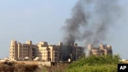 Serangan roket menghantam Hotel al-Qasr di kota Aden, Yaman yang merupakan markas besar pemerintah dan posisi-posisi koalisi yang dipimpin Arab Saudi, Selasa (6/10).