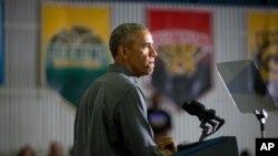 2일 알래스카 북단 코체부 시를 방문한 바락 오바마 대통령이 코체부 학교에서 연설하고 있다.