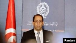 Le Premier ministre tunisien désigné Youssef Chahed parle lors d'une conférence de presse après son entretien avec le président à Tunis, Tunisie, le 3 août 2016.
