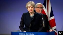 Premijerka Velike Britanije Tereza Mej i predsednik Evropske komisije Žan-Klod Junker u Briselu, 4. decembar 2017.