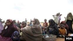 Perempuan dan anak-anak Somalia yang mengungsi akibat konflik yang berkecamuk di negara ini (foto: dok).