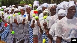 지난 14일 라이베리아 몬로비아에서 에볼라 바이러스 퇴치를 기도한 후 행진하고 있다.