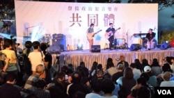 香港共同體音樂集會聲援在囚及面臨審訊的117名抗爭者。(美國之音湯惠芸)